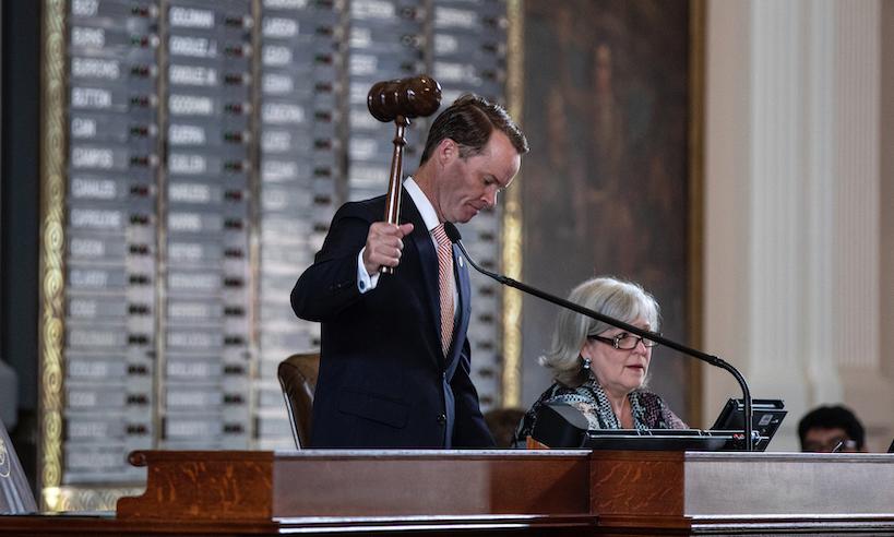 Chủ tịch Hạ Viện Texas ra lệnh bắt giữ 52 dân biểu Dân chủ trốn họp
