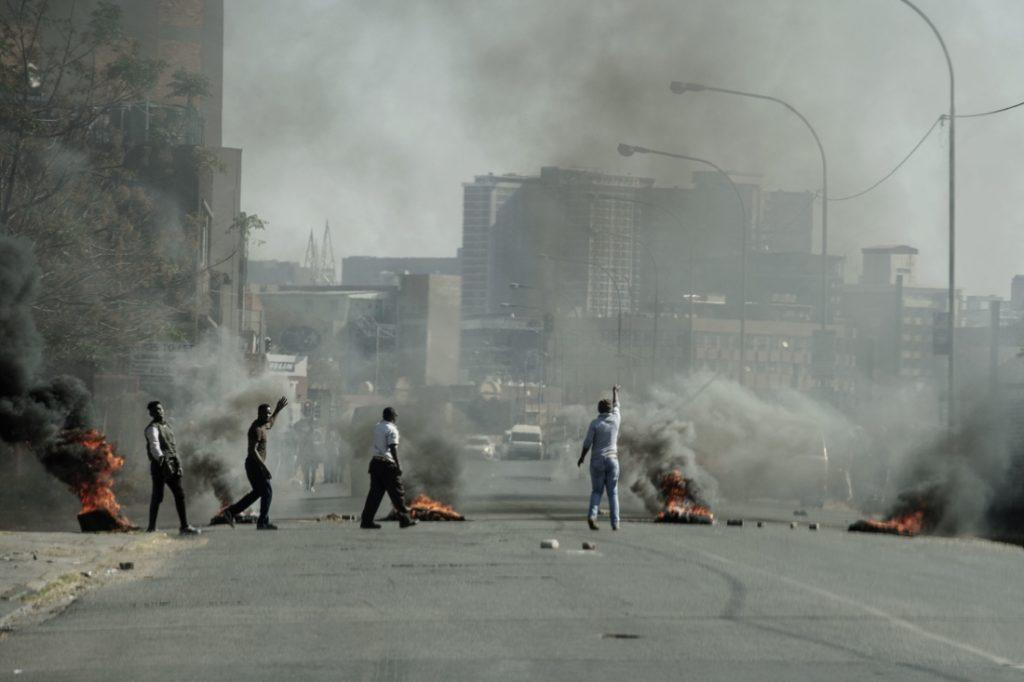 Doanh nghiệp TQ thành mục tiêu trong bạo động ở Nam Phi, chuyên gia nói là lỗi của Bắc Kinh