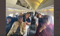 Dân biểu Dân chủ Texas bỏ trốn nói gì về việc không đeo khẩu trang trên máy bay?