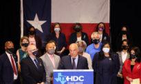 Dân biểu Dân chủ bỏ trốn từ Hạ viện Texas trở về tiểu bang để đàm phán về luật bầu cử