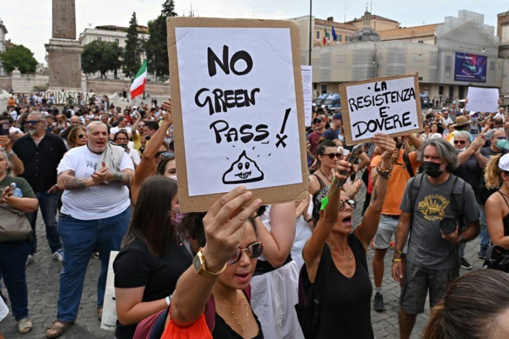"""Quốc hội Ý hỗn loạn khi nhiều nghị sĩ phản đối quyết liệt """"Giấy thông hành Xanh"""""""