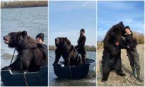 Đi câu cá cùng 'gấu': Cô gái người Nga dũng cảm nhận nuôi gấu làm thú cưng