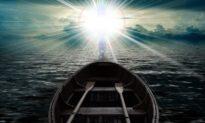 Bị đắm tàu dạt đảo hoang, người đàn ông ngày ngày cầu nguyện và bất ngờ 'được Chúa cứu'