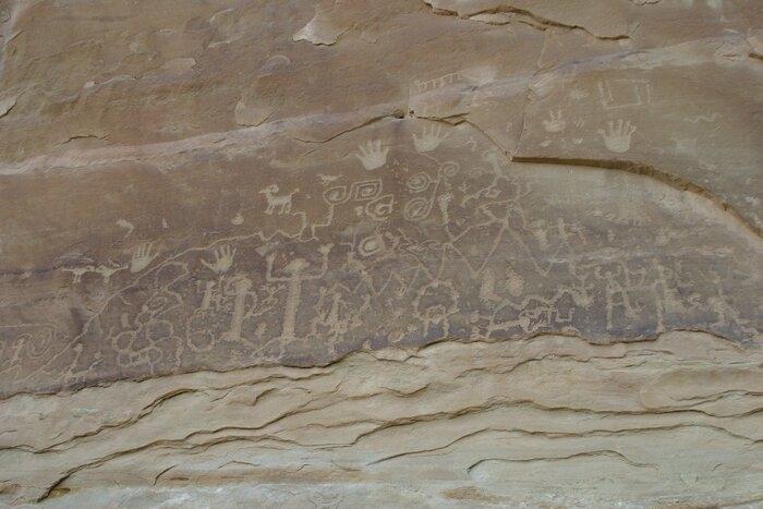 Giải đáp 'bất ngờ' về bí ẩn lâu đời của các bức tranh trên đá sa mạc