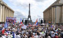 Pháp: 16.000 người biểu tình phản đối 'giấy thông hành vaccine'