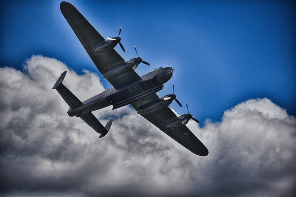 Tại sao không thể bắn phi công nhảy dù khỏi máy bay trong các trận chiến?