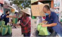 'Ai cần xin cứ lấy': Tấm chân tình của vợ chồng tặng gạo mùa dịch, cho đi không phân biệt giàu nghèo