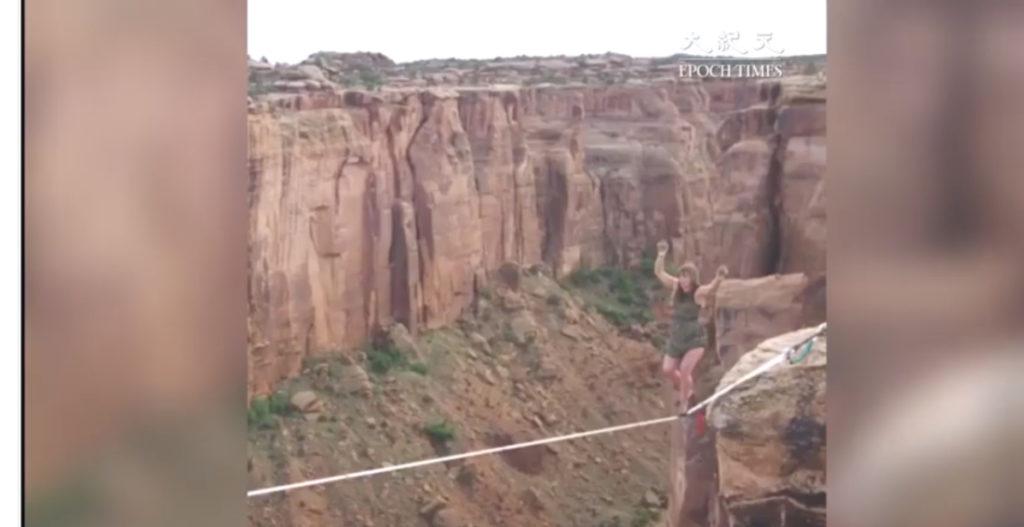 Những bước đi tử thần: Đi giày cao gót trên dây băng qua hẻm núi