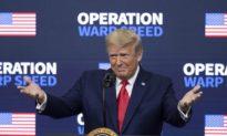 Khảo sát: Đa số cho rằng cựu Tổng thống Trump xứng đáng được ghi công nhiều hơn cho chương trình chích ngừa COVID-19