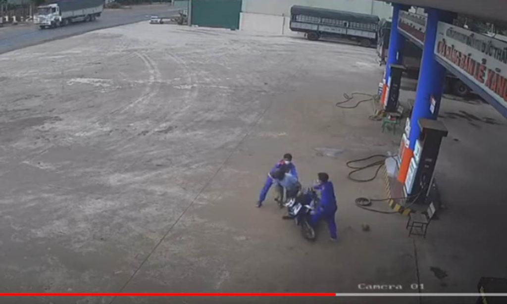 Công an vào cuộc điều tra vụ nguyên Phó Chủ tịch huyện đánh nhau với nhân viên cây xăng