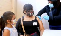 Trung Quốc: Không tiêm vaccine, đừng mơ đi ra ngoài, cũng đừng nghĩ tới lương bổng!