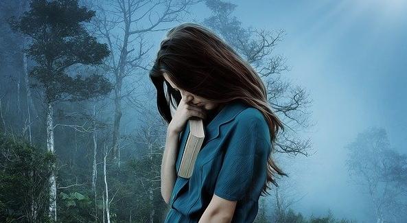Vì sao người ra đi khiến người ở lại 'khó sống'? Làm sao đối mặt với mất mát và đau thương?