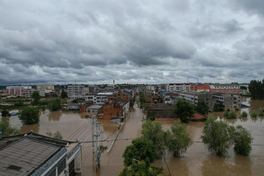 Thủy họa chưa buông tha người Trung Quốc, lũ lụt mới ập đến khi người dân say giấc