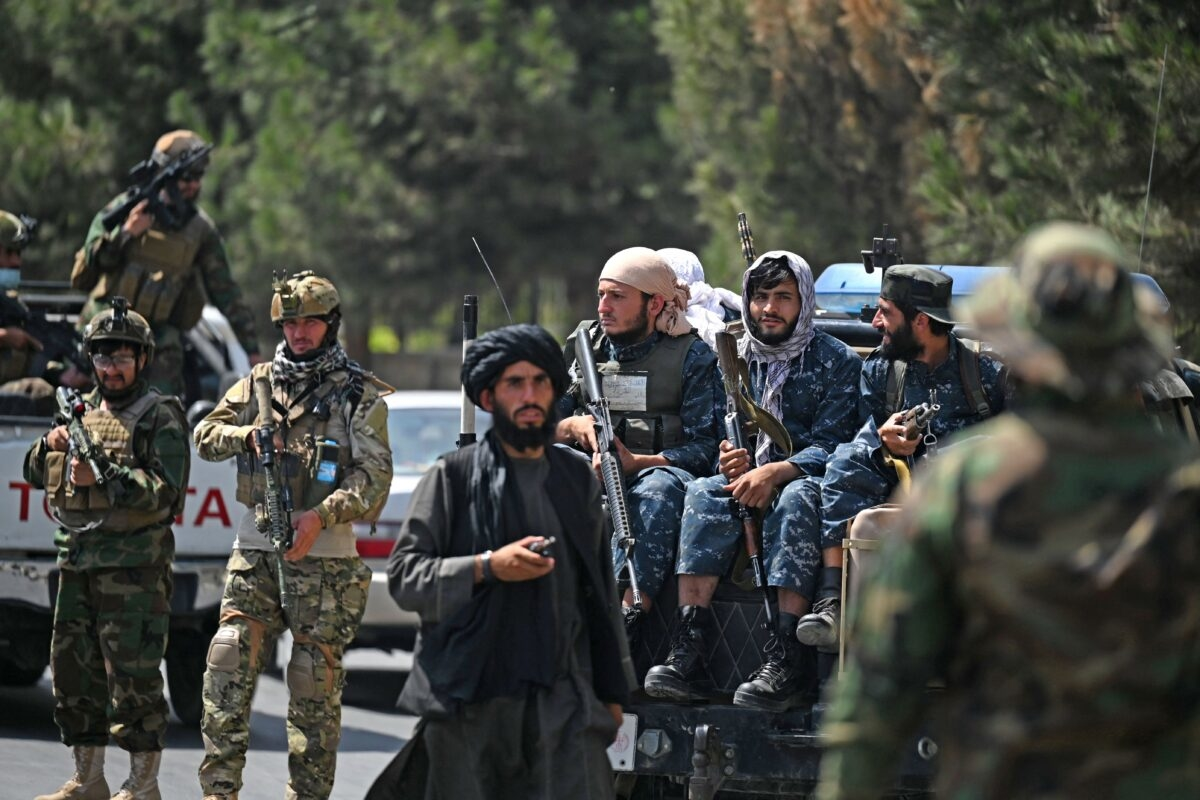 Những kẻ khủng bố Taliban được nhìn thấy ở Kabul, Afghanistan, vào ngày 29/8/2021. (Aamir Qureshi / AFP qua Getty Images)