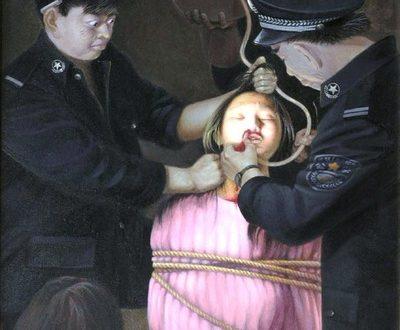 Một hình ảnh minh họa cho việc bức thực phạm nhân (Minghui.org).