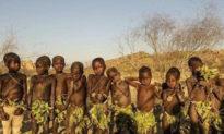 Bộ tộc nguyên thủy Châu Phi: Lấy lá che thân, phụ nữ ngồi đẻ