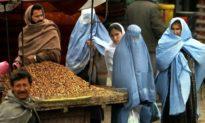 Taliban kêu gọi phụ nữ Afghanistan ở nhà cho đến khi các tay súng được học cách tôn trọng họ