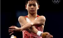 Cô bé 14 tuổi đoạt HC vàng Olympic tiết lộ 'đời tư nghèo khó' khiến ĐCSTQ phải 'xấu hổ'