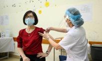 Hà Nội: Đình chỉ công tác cán bộ liên quan đến 'dịch vụ tiêm vaccine COVID-19 siêu nhanh'