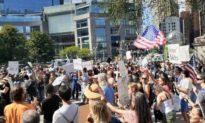Hàng ngàn người tham gia buổi diễu hành 'Freedom Rally' ở New York để phản đối hộ chiếu vaccine (ảnh)