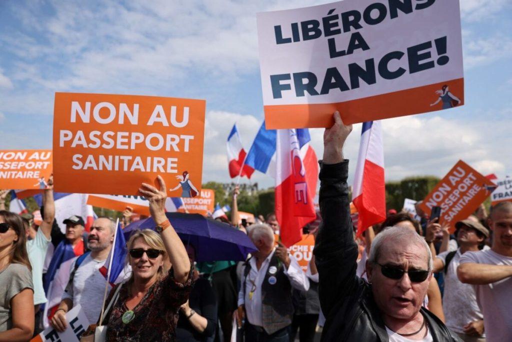 140.000 người Pháp biểu tình phản đối hộ chiếu vaccine COVID-19