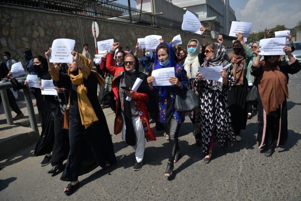 Taliban ra lệnh cho nhân viên nữ của chính phủ Kabul dừng làm việc và chỉ ở nhà