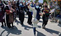Taliban nã súng chỉ thiên để giải tán biểu tình, bắt giữ nhà báo