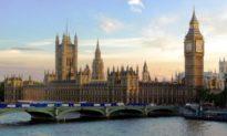 Quốc hội Anh ra lệnh cấm Đại sứ Trung Quốc bước chân tới đây