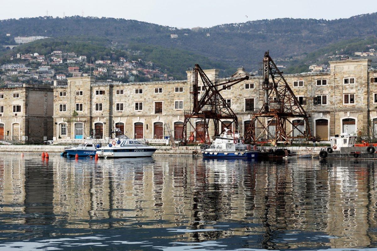 Toàn cảnh Cảng cổ Trieste ở Trieste, Ý, hôm 02/04/2019. Thành phố lịch sử Trieste đang chuẩn bị mở cảng mới cho Trung Quốc, với việc Ý trở thành quốc gia G-7 đầu tiên ký kết Vành đai và Dự án cơ sở hạ tầng đường giao thông. (Ảnh: Marco Di Lauro / Getty)