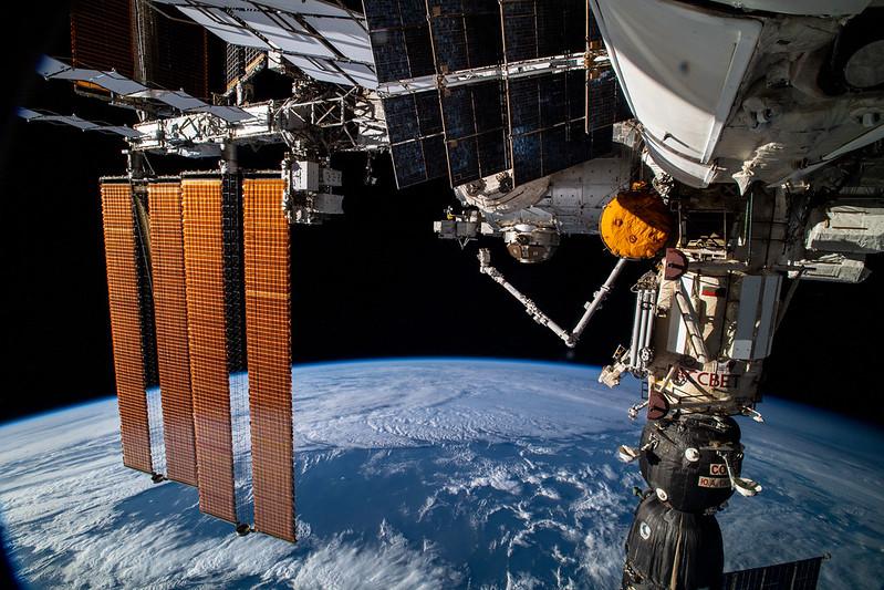 ISS kích hoạt báo động khói, các phi hành gia nhận thấy có mùi nhựa cháy