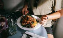 Đều ăn thực phẩm giống nhau, tại sao có người khỏe mạnh, nhưng có người lại đau ốm liên miên?
