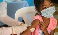 Trẻ vị thành niên đi tiêm vaccine cúm mùa ở Mỹ, nhưng lại được tiêm vaccine COVID
