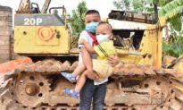 Cậu bé 10 tuổi dũng cảm cứu sống em bé 2 tuổi rơi xuống ao