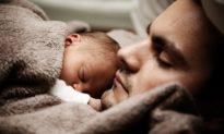 Chất lượng giấc ngủ của nam giới có thể phụ thuộc vào chu kỳ Mặt trăng