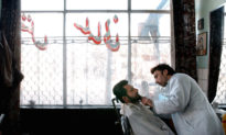 Afghanistan: Taliban cấm thợ làm tóc ở tỉnh Helmand cạo râu và bật nhạc cho khách hàng