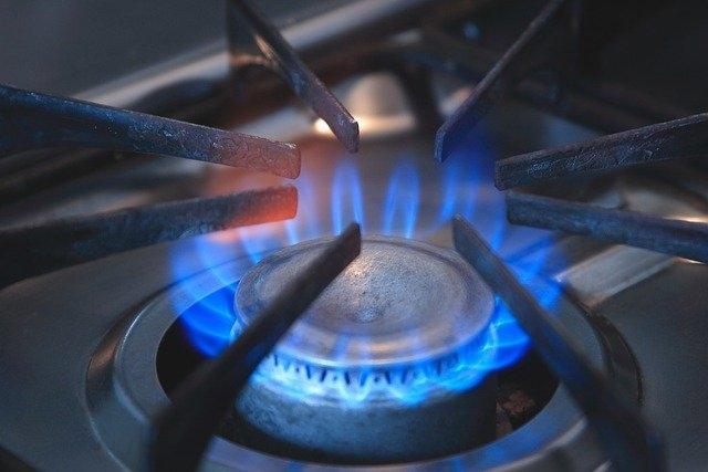 Giá Gas tăng 'khủng' 42.000 đồng, 'kỷ lục' hơn 460.000 đồng/bình 12kg