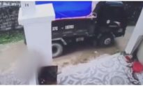 Hà Tĩnh: Bố lùi xe tải vô tình cán trúng con trai 2 tuổi tử vong