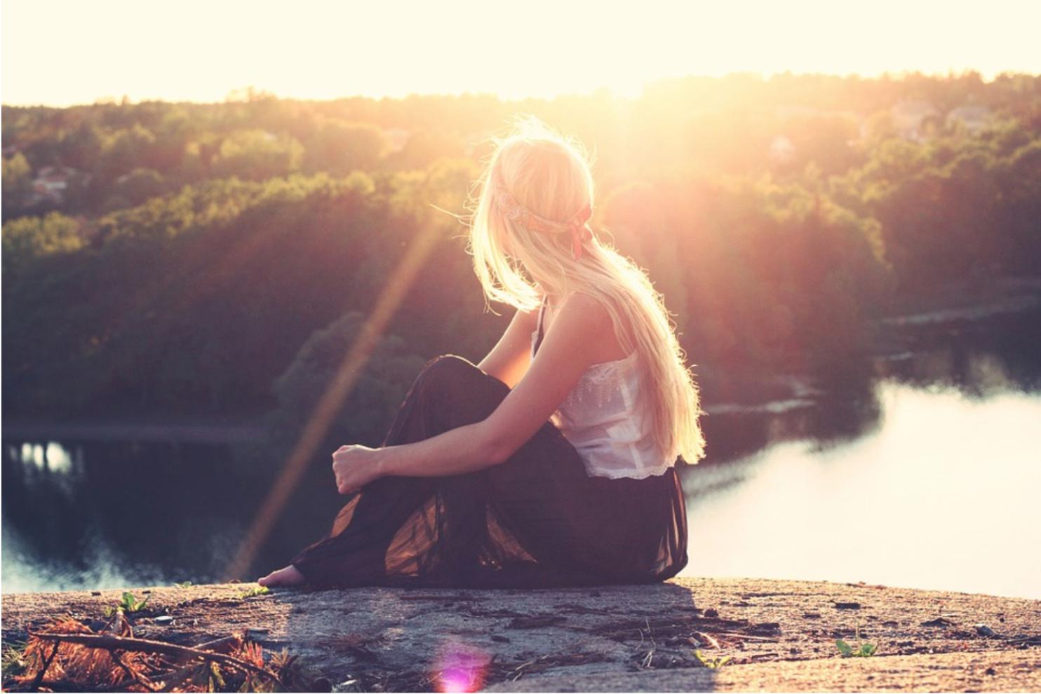 Cách xử lý tốt hơn là hãy dành thời gian để điều chỉnh cảm xúc của bản thân và có thể lắng nghe trái tim mình nhiều hơn. (Ảnh: Pixabay)