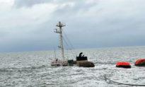 Tàu chở gần 10.000 tấn clinker bị tàu nước ngoài va chạm, 17 người được cứu sống