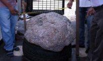 Đào giếng phát hiện tảng đá lạ, không ngờ nó có giá hàng nghìn tỷ đồng