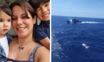 Đắm tàu giữa biển, người mẹ cho hai con bú liên tục 4 ngày đến khi trút hơi thở cuối cùng