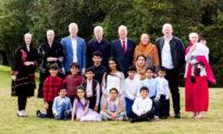 Gia đình người Anh gốc Á có 15 người mắc bệnh bạch tạng xin ghi nhận vào Kỷ lục Guinness Thế giới