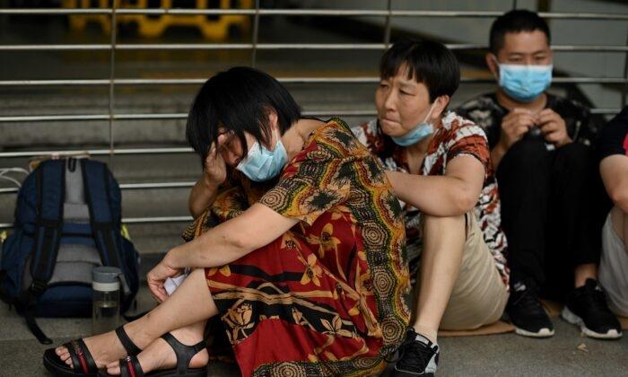 Không chỉ Evergrande, Trung Quốc có chi chít các quả bom nợ nổ chậm như thế