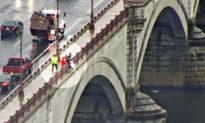 Người phụ nữ đau khổ được cứu khi sắp nhảy khỏi cầu ở Massachusetts, Anh
