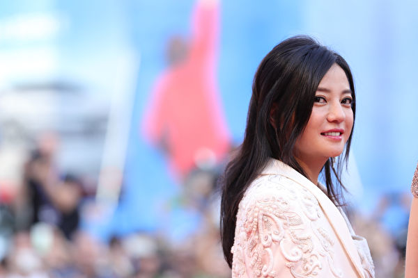 Triệu Vy đứng đầu danh sách nghệ sĩ bị phong sát liên quan đến chính trị?