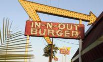 Chuỗi cửa hàng hamburger In-N-Out ở San Francisco bị đóng cửa do không kiểm tra khách hàng đã tiêm chủng hay chưa