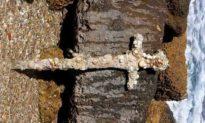 Thợ lặn Israel phát hiện ra thanh kiếm cổ 900 năm tuổi của quân Thập tự chinh cổ đại