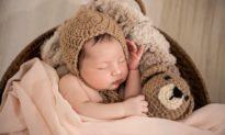 Hai tư thế ngủ của trẻ đáng để bố mẹ suy ngẫm