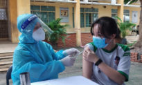 TP.HCM: 1 học sinh ngất xỉu sau tiêm vaccine COVID-19, 4 học sinh hoãn tiêm