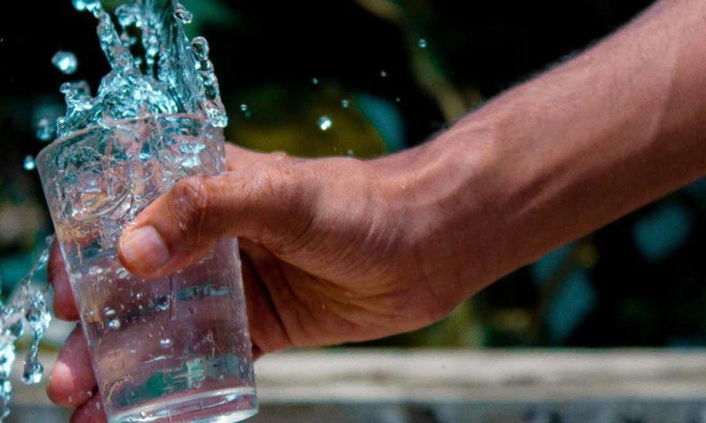 Vì sao bạn nên uống nước trước khi đi ngủ?